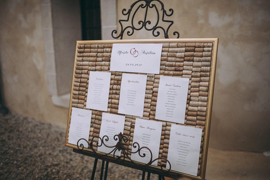 plan stołów czerwone wino i złoto