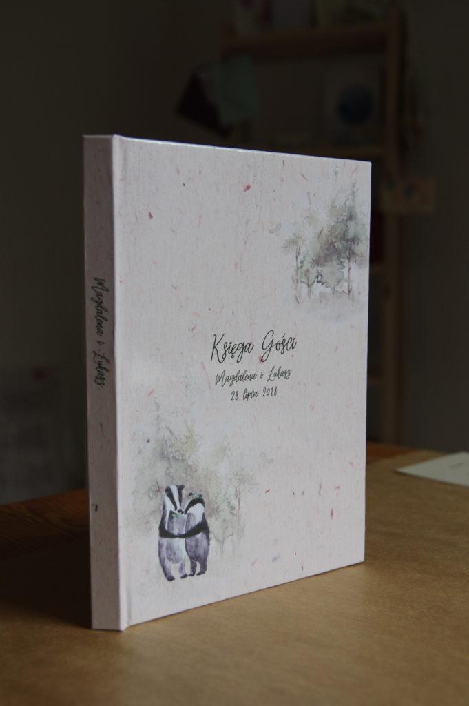 leśna księga gości na ślub i wesele z borsukami