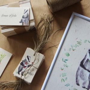 zestaw leśnej papeterii ślubnej z borsukami