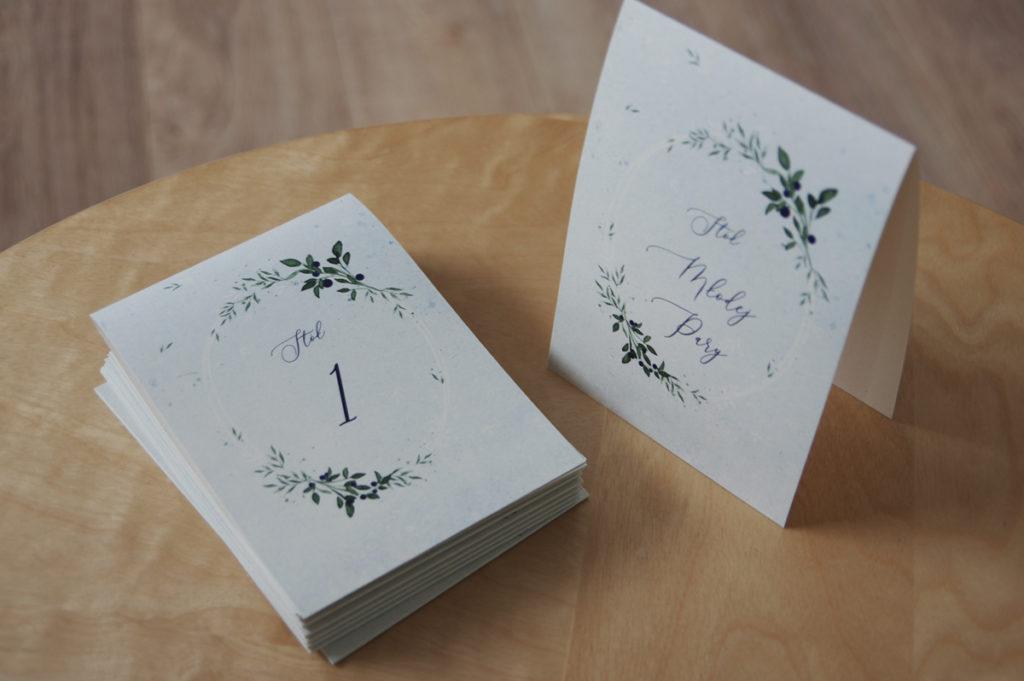 numery stołów na wesele z akwarelowymi jagodami