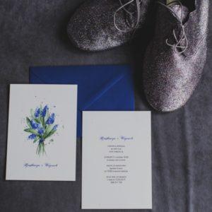 Akwarelowe zaproszenia ślubne kwiaty wiosna szafirki Gdynia Paperwords