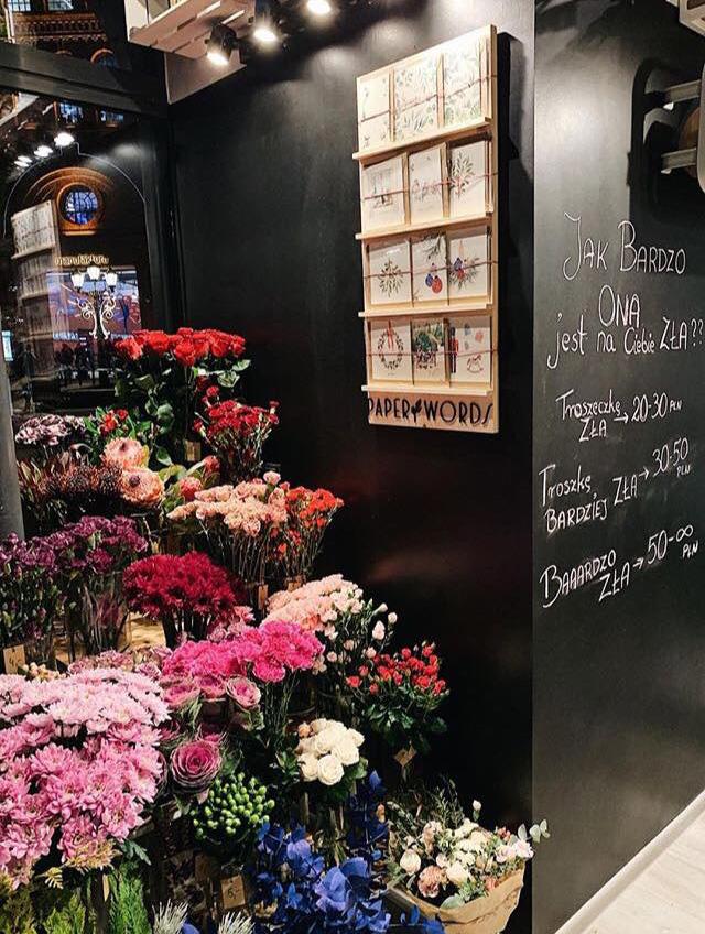 Kartki z życzeniami Paperwords w łódzkiej kwiaciarni Badylarz